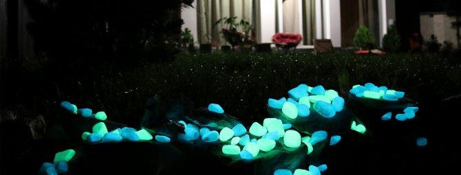 Glowing stones for landscape design: techniques for lighting site decor