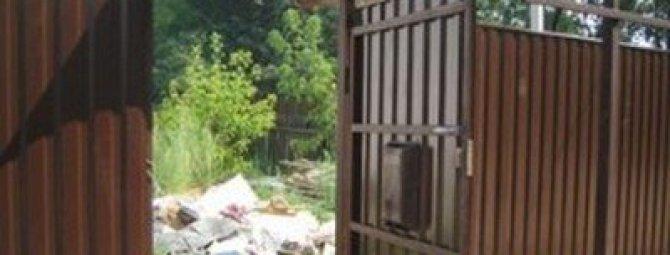 Установка калитки в забор из профнастила: краткий ликбез по технологии монтажа