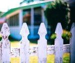 Требования на расстояние от забора до построек: полный обзор норм и правил