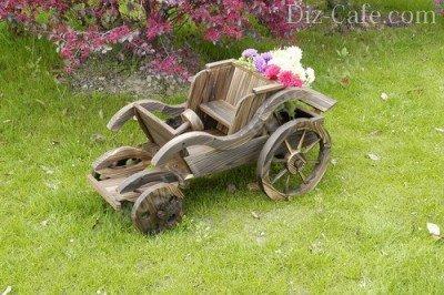 Ретро автомобиль из дерева