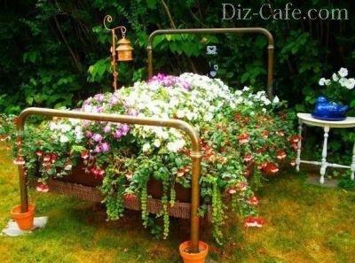 Кровать с цветами