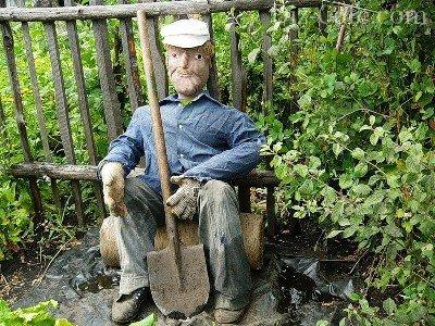 Мужик с лопатой