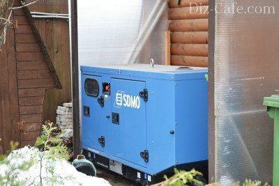 Дизельный генератор во дворе