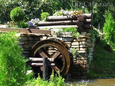 Водяная мельница в цветах