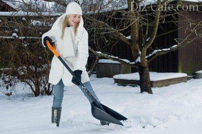 Снегоуборочная лопата с высокими бортами