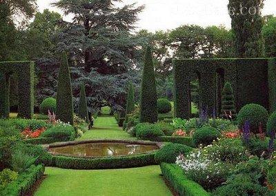 Пруд в итальянском саду