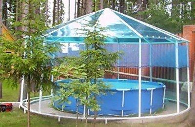 Уютный уголок для отдыха, оформленный в сине-зеленых тонах