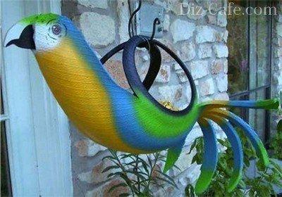 Подвесной вазон-попугай из старой покрышки