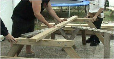 Сборка каркаса деревянного уличного стола