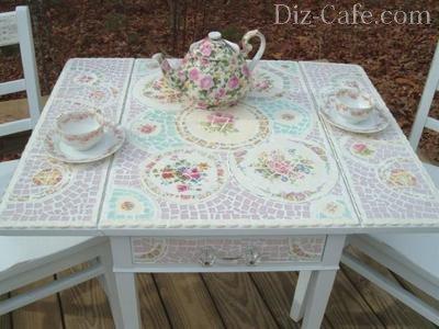 Стол с фарфоровой мозаикой