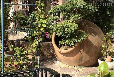 «Старинная» амфора, украшенная цветами