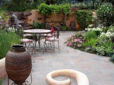 Кованая садовая мебель на участке
