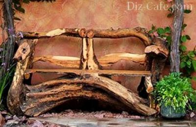 Садовая скамейка из старого дерева