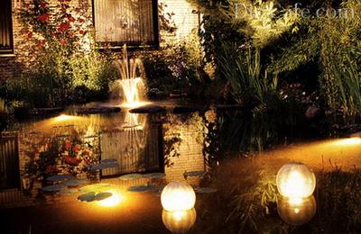 Декоративный пруд в вечернее время