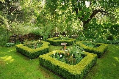 Живописный уголок в саду