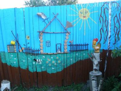 Роспись на заборе «Деревня в Простоквашино»