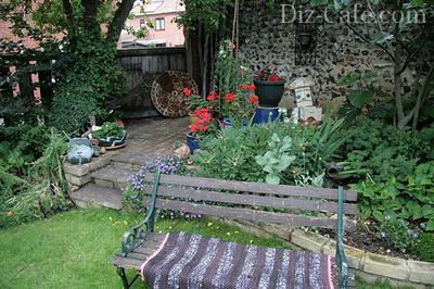 Старинные предметы быта для украшения сада