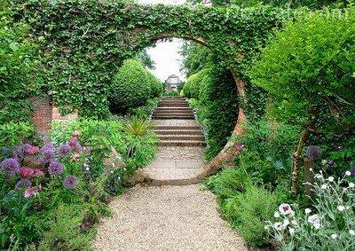 Главная садовая дорожка