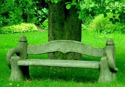 «Старинная» скамейка в саду