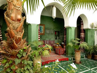 Арочное оформление ниши во дворике