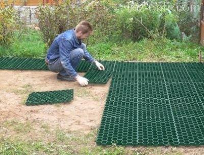 Укладка газонной решетки