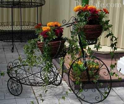 Изящная подставка под цветы в горшках