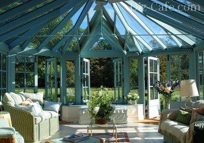 Стеклянный свод крыши веранды