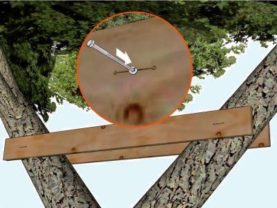 Как зафиксировать домик на стволе дерева