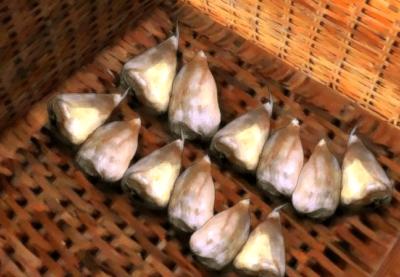 Луковицы в корзине