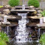 Пятиступенчатый каскадный водопад в саду