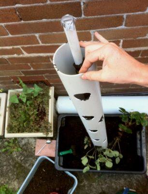 Конструкция для вертикальной грядки: узкая труба внутри широкой