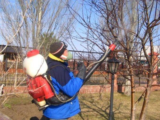 Костюм для опрыскивания растений