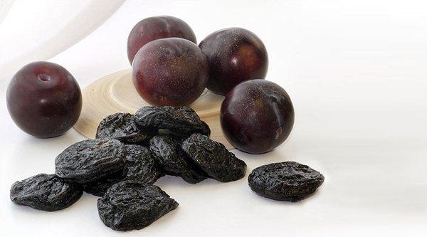 Плоды сливы и чернослив