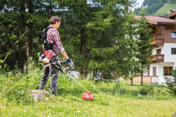 Уборка травы мотокосой