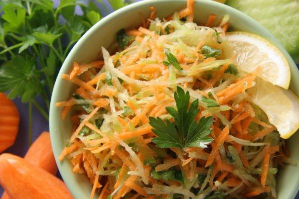 Салат из брюквы с морковью